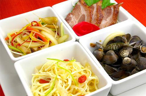 冷菜盤拌 (前菜四種盛り合わせ)